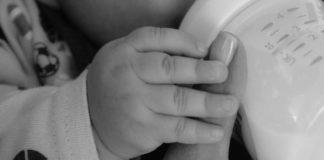 Karmienie piersią a kolki u niemowlaka