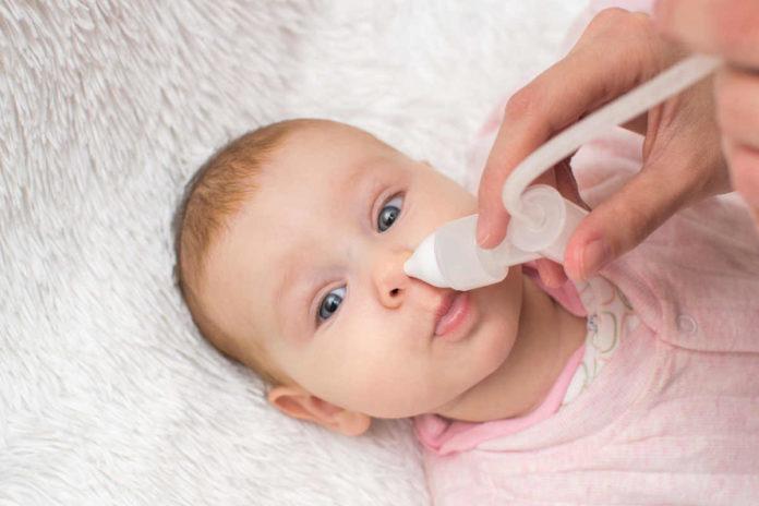 Jak ulżyć niemowlakowi podczas kataru