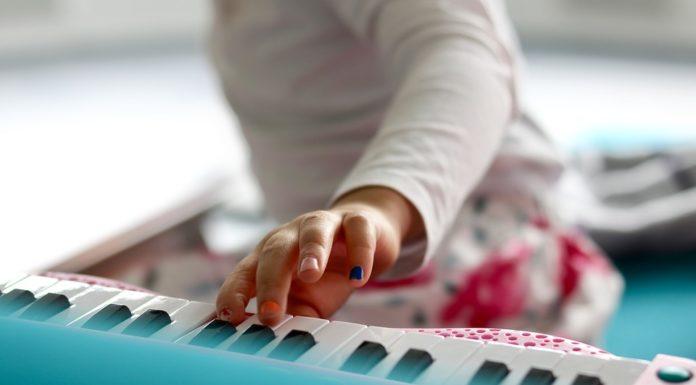 Jak wybrać odpowiednie edukacyjne zabawki muzyczne dla dziecka?