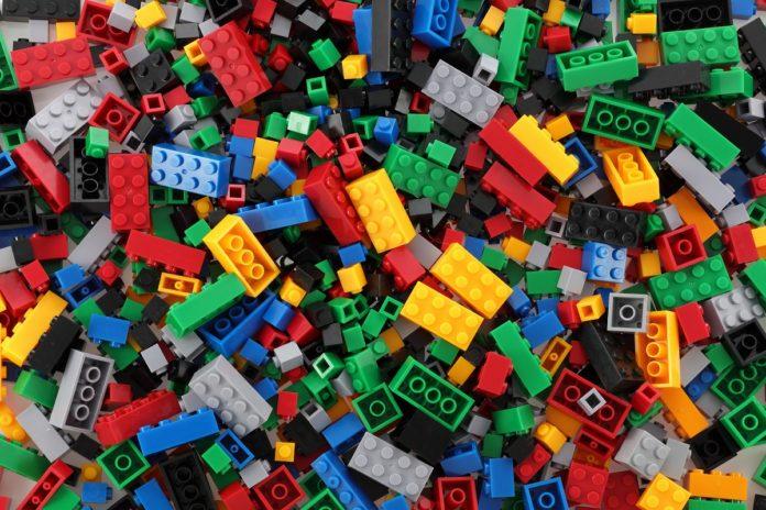 Jaki wpływ na dziecko i otoczenie ma zabawa klockami lego minecraft?