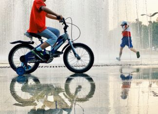 Rowery dla dzieci, czy pojazdy akumulatorowe? Co wybrać?